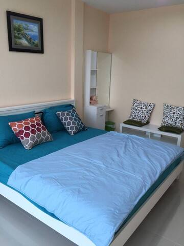 Homely, 2 bedroom house with free airport pickup