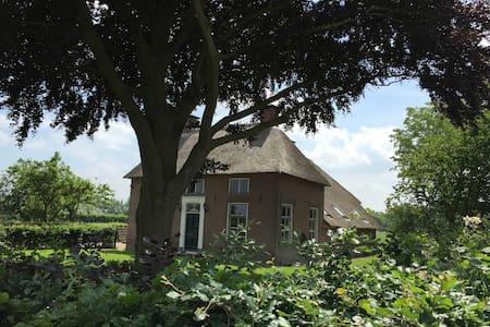 Luxe Betuwse boerderij met 4 slaapkamers!