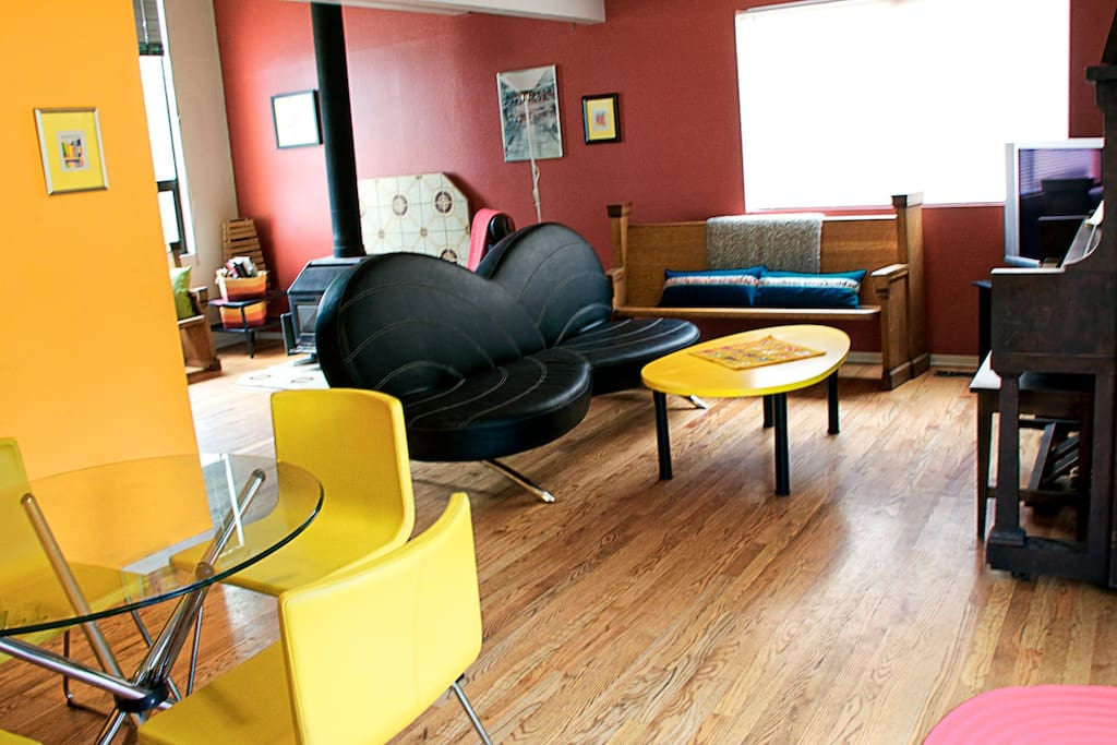 Enjoy fun postmodern furniture in the dining room and living room. Try out the working 1913 player piano. Chill out on the sofa with a cup of coffee or tea and read the morning paper. Enjoy!