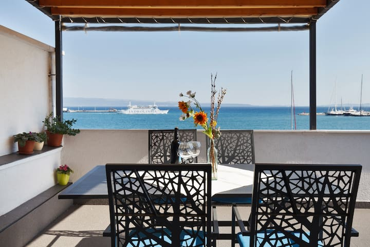 Apartment center big terrace