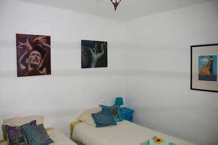 Cozy artistic room and breakfast on the terrace! - Almería - Hus