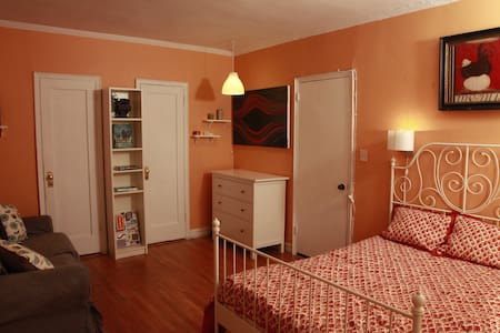 Inviting and Spacious -- REAL 1 BR - Appartement