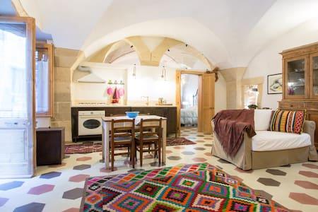 Delizioso trilocale in centro.      - Lecce - House