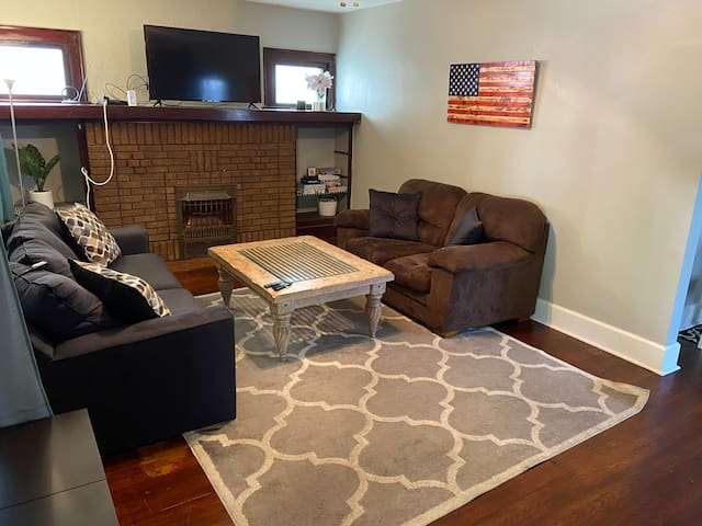 Cleveland Getaway-9Min. to DT & Airport. Location