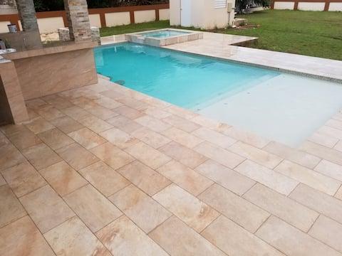 Casa de playa c/ piscina/ac/wifi/cable/ Salinas PR