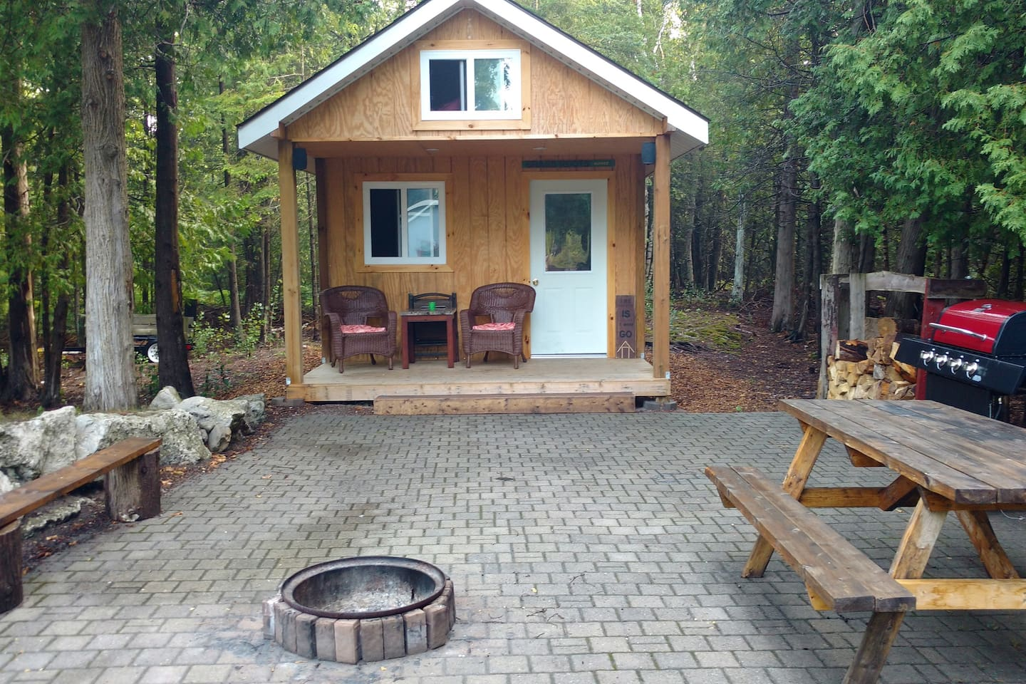 Our Cozy Bunkie is ideal for those who love nature and peaceful surroundings. Relax and unwind with a great book on the deck, or a peaceful campfire in the evening