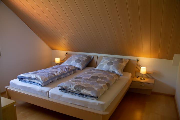 Das Schlafzimmer mit Kingsize-Doppelbett