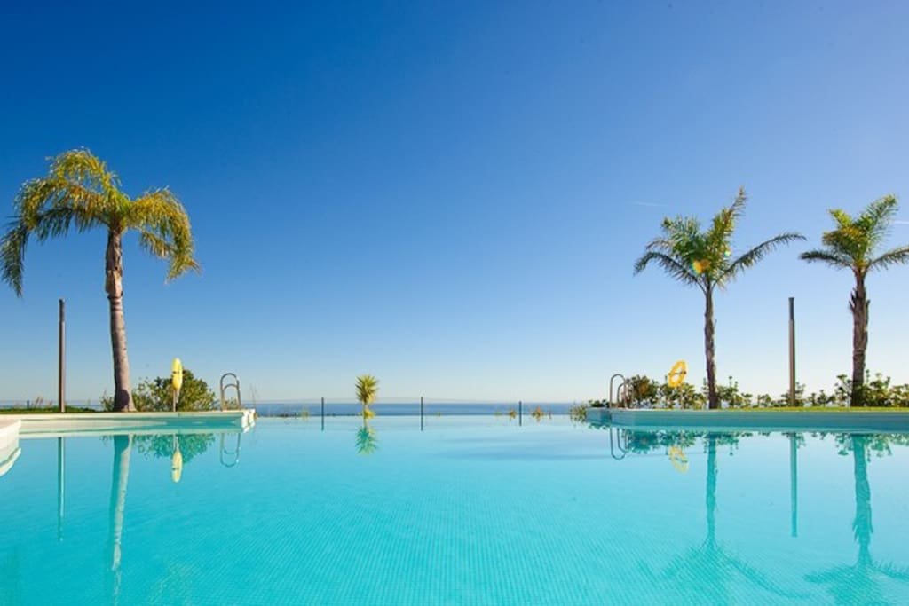 Infinity Pool - 1 min walk from apartment