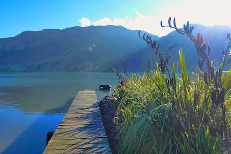Waterfront Romantic Truely Beautiful- NZ Fern Room - Cable Bay - Appartamento