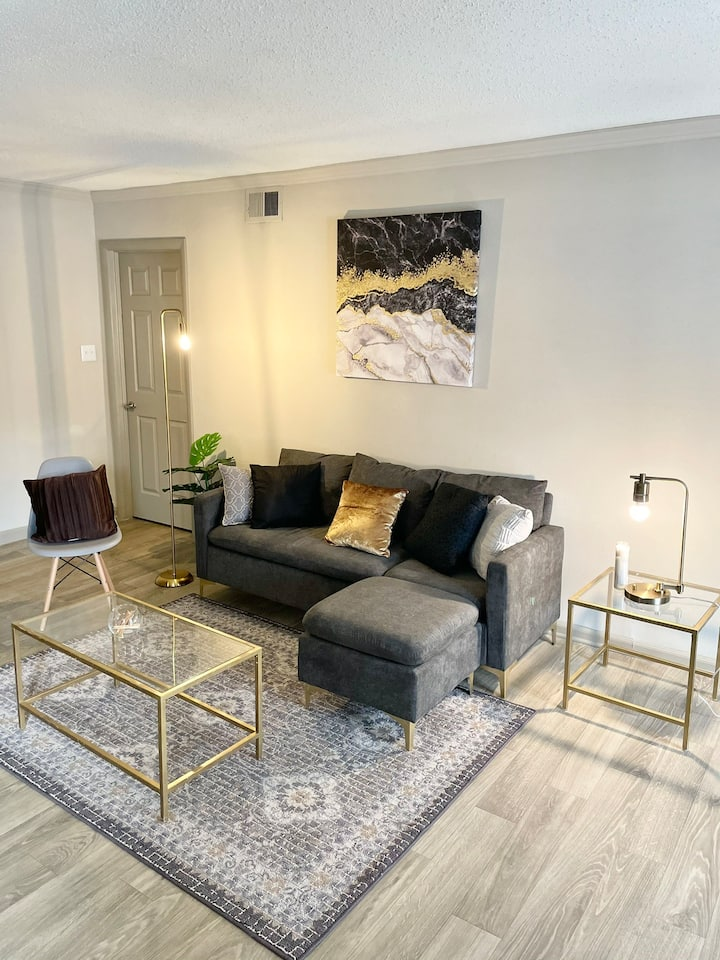 Cozy and posh 1 bedroom apartment