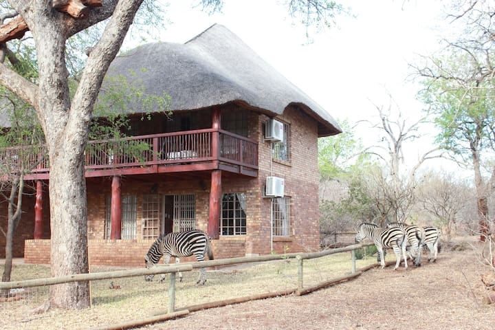 Cosy bush house near the Kruger Park - Free Wifi