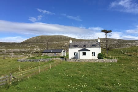 Seaside House (Crofters Cottage by the Sea) - Luskentyre