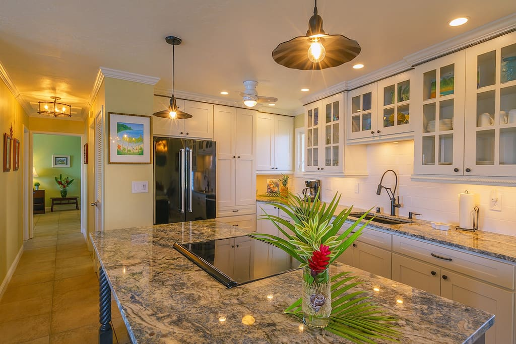 Beautiful & Fully Equipped Kitchen