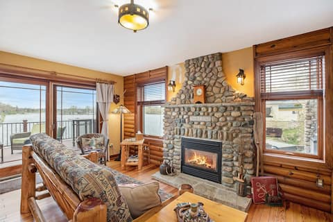 Tumble Down Lakefront Cottage - Hot tub & Sunsets!