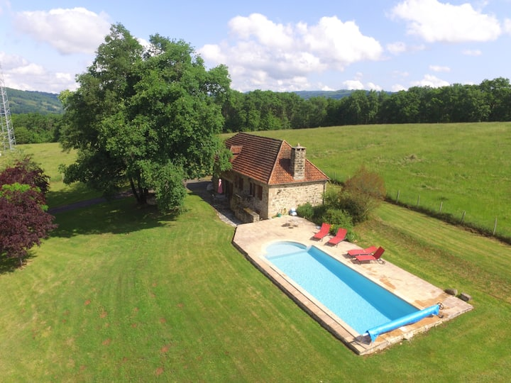 Peaceful cottage with private heated pool