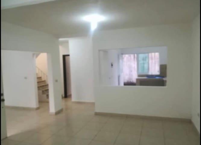 Casa en renta compartida con cuartos disponiblea