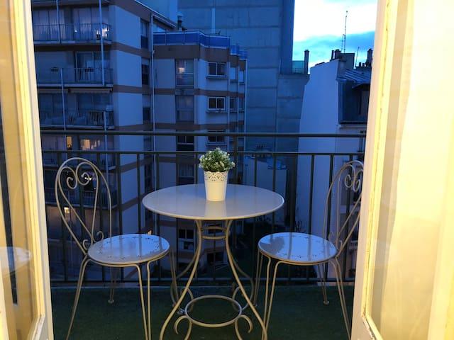 Cœur de Paris bel appartement 2 pieces avec balcon