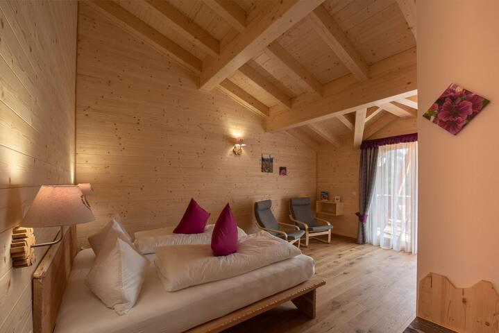Camera Malva, spaziosa, con grande balcone e vista