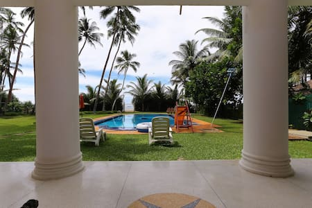 Palm Beach Villa luxury beach home - Wadduwa
