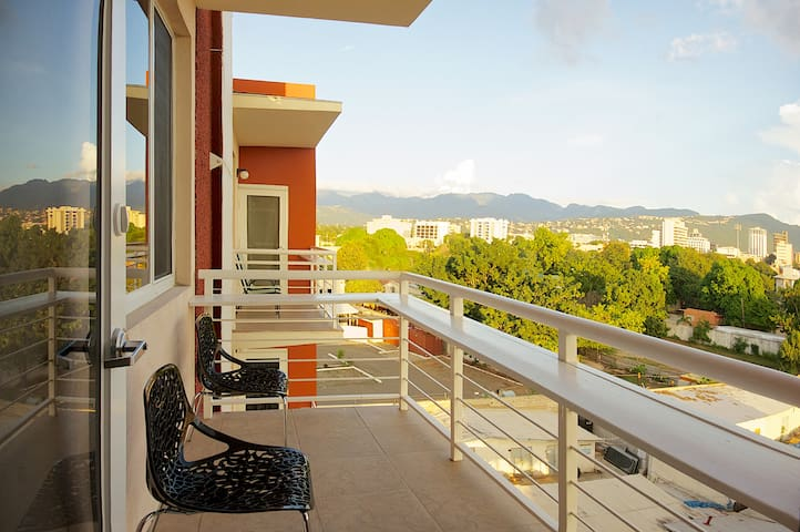Central High-Tech 1BR Apt Kingston - Kingston - Apartamento