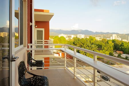 Central High-Tech 1BR Apt Kingston - Kingston - Apartemen