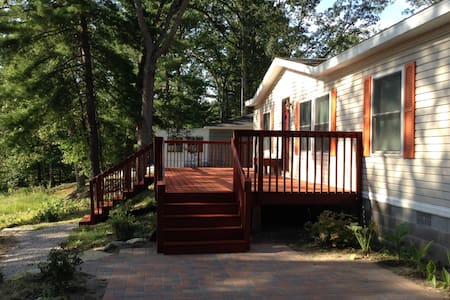 Comfortable Lake Home Near Fishing & Biking - Idlewild - Huis