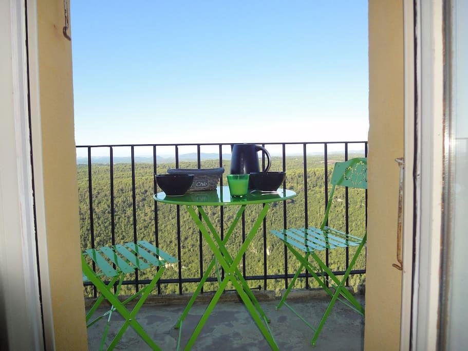 Balcon surplombant la vallée pour petits déjeuners au bon air!