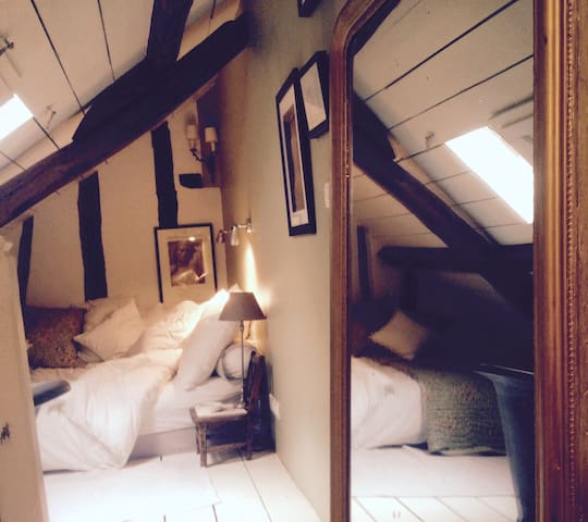 bed room...so charming