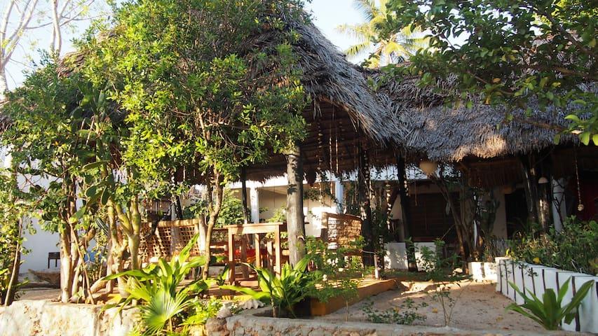 Caveman Lodge   rooftop & balkony for 2 (milango) - Kizimkazi Mtendeni - Hütte