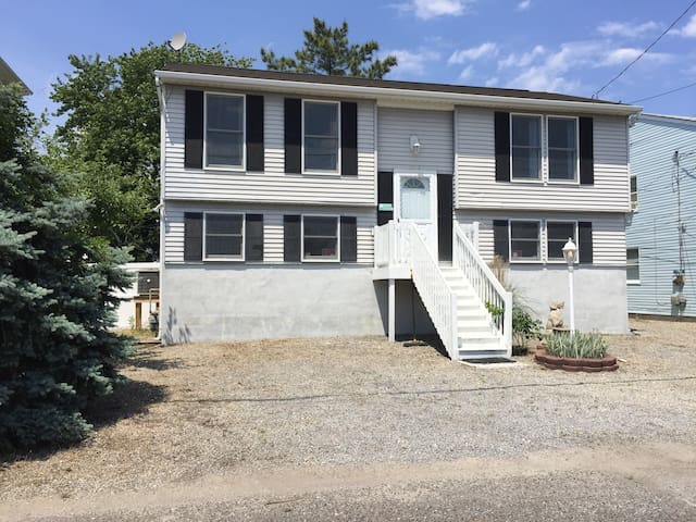 Rent This 4 Bedroom Jersey Shore Beach House!