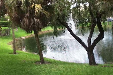 Tropical lake front apartment - Lauderhill - 公寓