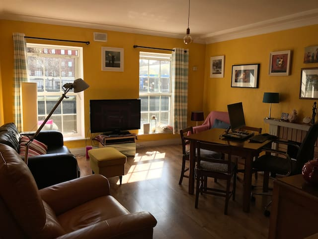 Charming Flat With River view Close To City Center