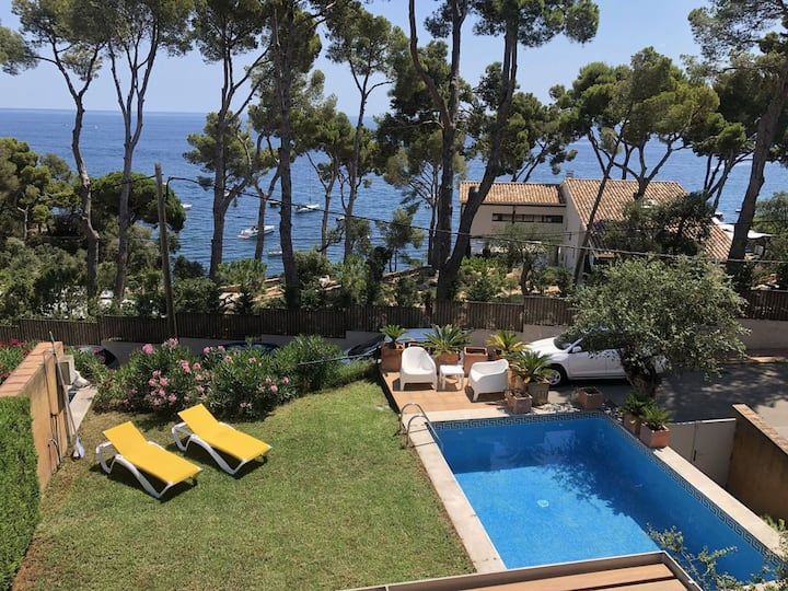 AMAZING NEW VILLA WITH DIRECT PASS TO THE BEACH