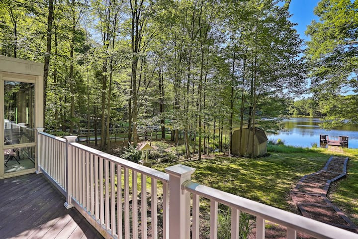 Lakefront Milford Home w/ Pvt Dock & Hot Tub!