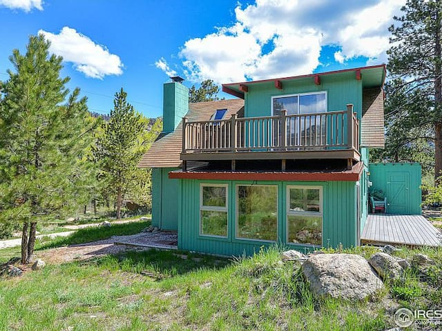 NEW LISTING!! Mineral Springs Cabin!