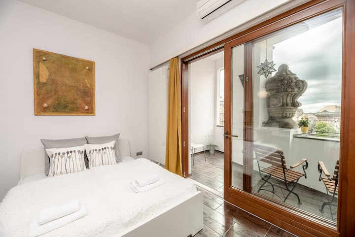 Exclusive central A/C apartment with balcony