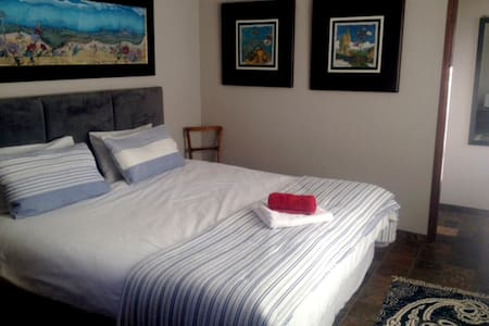 Charmwood Cottage - Sunny, Semi-self Catering Unit - Apartment