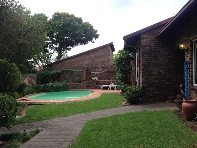 Awesome location. Discover Johannesburg - Sandton - Hus
