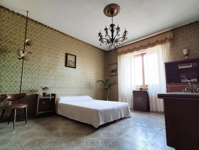 Beautiful Vintage Room between Napoli and Sorrento