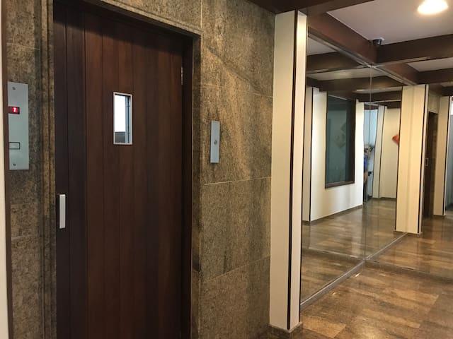 Elevador Social (o prédio possui 2 elevadores)