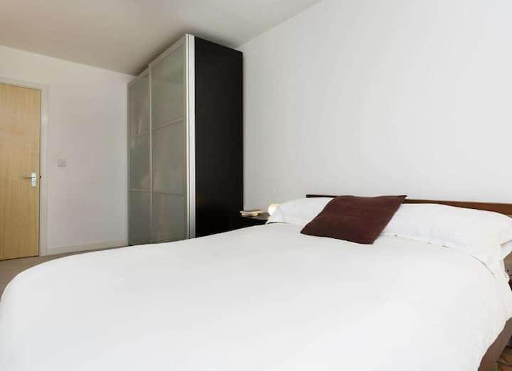 กว้างขวางพาร์ทเมนท์ 1 ห้องนอน