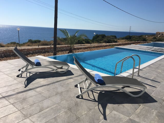 Elegant Villa with private pool and sea view - Skala - Apartment