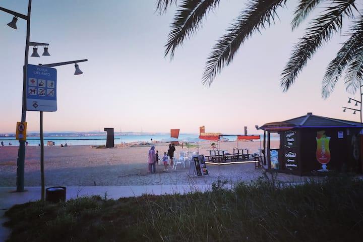 Apto. a 100 mts playa con parking, piscina y wifi.