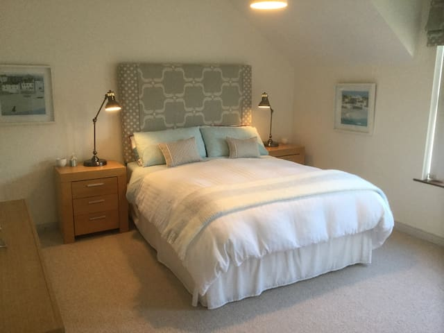 2 bed house, close to West Strand, Portrush