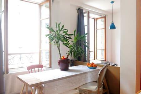BRIGHT & COSY LOFT IN MONTMARTRE - París
