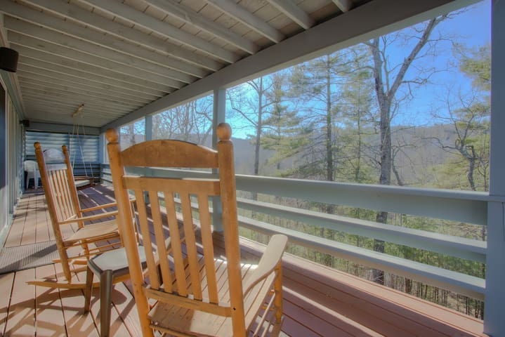 3-bdrm/3-bath Upscale Retreat , forest views, Flat Rock, hiking, breweries/more! - Flat Rock - Lägenhet