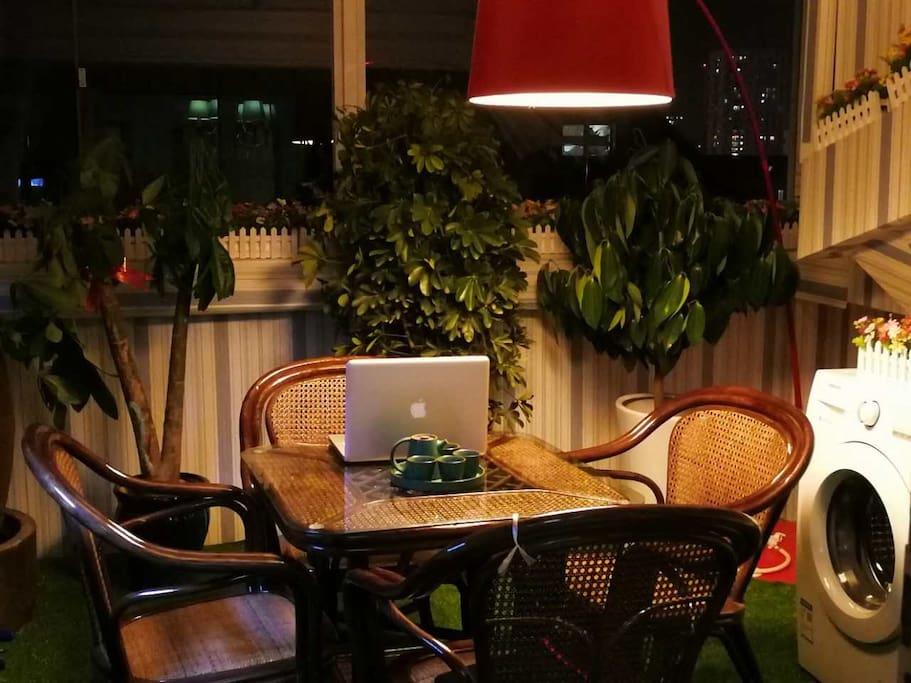 超大阳台 一起聊天 喝茶找点浪漫乐趣 懂生活 就是爱自己