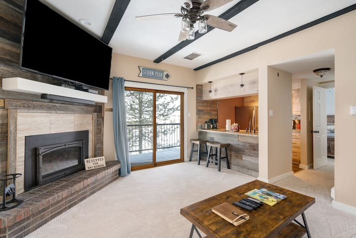 Discounted lift tickets! Newly Remodeled, Hot Tubs, Views! -  Rockies 2424