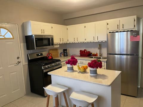 Lovely Creek's- 1 Bedroom Apartment with parking