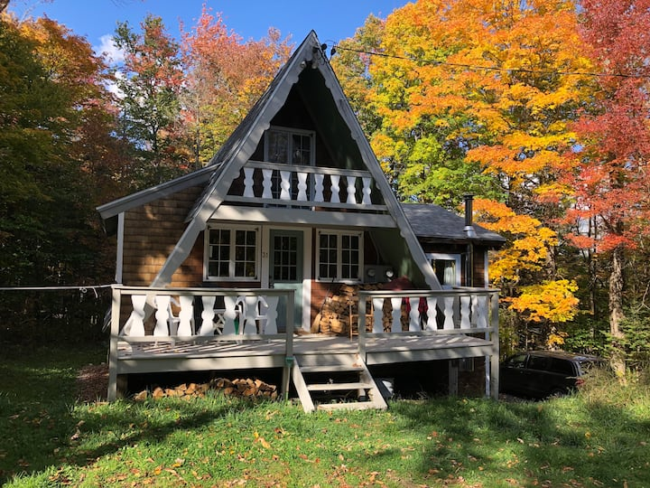 Charming clean 3BDR A-frame - 1 mile from Mt Snow